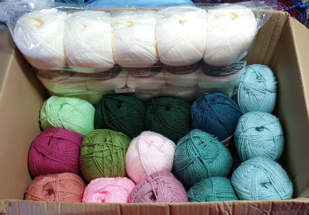 Box of yarn containing the Old Rose colour scheme